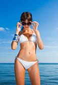 Donna sulla spiaggia — Foto Stock