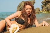 Piękne kobiety na plaży. — Zdjęcie stockowe