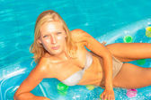 A girl is relaxing in a swimming pool — Stock fotografie