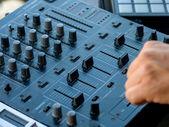Close up de controlador de dj - foco seletivo — Foto Stock