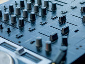 Close up de controlador de dj - foco seletivo — Foto Stock