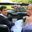 Wedding couple in car — Stock Photo