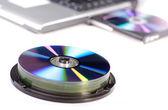 与 dvd 的笔记本电脑 — 图库照片