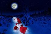 Santa z ciężki worek — Zdjęcie stockowe