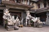 Lots of stone carved figures — ストック写真