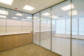 Interior de edificio de oficinas común — Foto de Stock