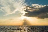 Slunce stoupá ove tichého oceánu — Stock fotografie