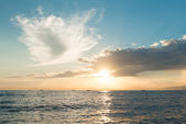 Sun rising ove Pacific ocean — Stock Photo
