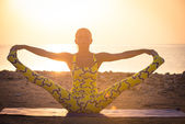 Pratica di yoga all'alba — Foto Stock