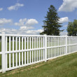 White vinyl fence by green lawn — Fotografia Stock  #12277191