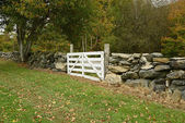 White wood gate by a stonewall — Stock Photo