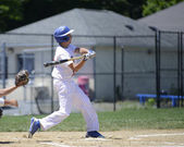 Baseball batter swinging — Stock Photo