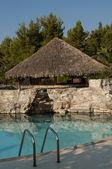 Piscina de lujo en el hotel tropical — Foto de Stock