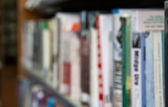 Bookshelf Background Out-of-Focus — Stock Photo