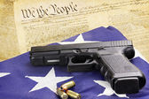 Handgun and Constitution — Stockfoto