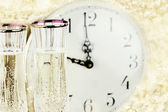 Glasses and Clock at Midnight — Stock Photo