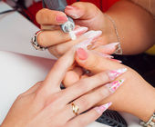 Manicure process in beauty salon showing filing and polishing of nails — Stock Photo