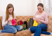 Beautiful teenage girlfriends having fun after shopping — Zdjęcie stockowe