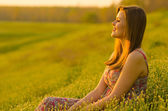 Beautiful girl watching sunset — Stock Photo