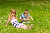 Brother and sister on the meadow — Stockfoto