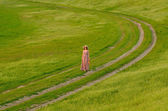 Beautiful lady walking in the nature — Stock Photo