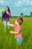 Mother and son playing on the meadow — Stock Photo