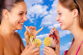 Two beautiful girls on vacation — Stock Photo