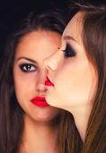 портрет двух красивых девушек — Стоковое фото