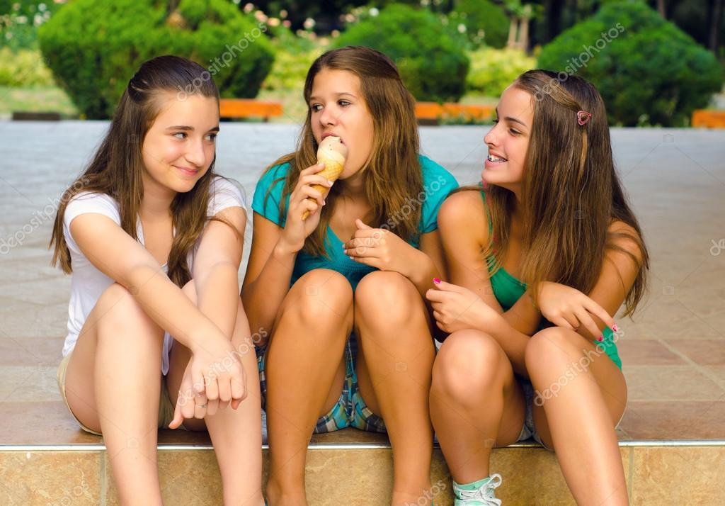 Дівчата підлітки голі фото