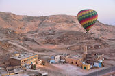 Hot air balloon over Luxor — Stock Photo