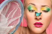 Vrouw visvangst vlinders — Stockfoto
