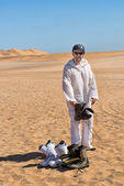 Man getting ready to sandboard — Stockfoto