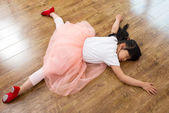 Girl practicing dance — Stock Photo