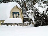 A Heavy Snowfall Piles Up in a Backyard — Stock Photo