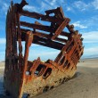 Rusty Wreckage of a Ship on a Beach on the Oregon Coast USA - Foto Stock