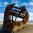 Rusty Wreckage of a Ship on a Beach — Stock Photo