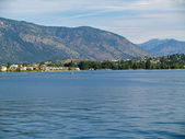 Houses on the Shore of Lake Chelan Washington USA — Stock Photo