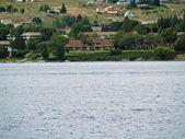 дома на берегу озера челан вашингтон сша — Стоковое фото