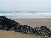 Waves Crashing on a Rocky Beach — Stock Photo