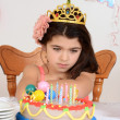 Foto Stock: Unhappy young birthday girl child
