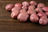 New red potatoes on wood — Stock Photo