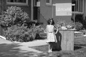 Vintage girl with lemonade stand — Stock Photo