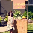 Vintage little girl and her lemonade stand — Foto de Stock