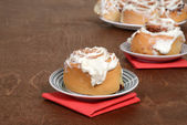 Cinnamon bun on a plate — Stock Photo