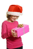 Noel hediye ile mutlu bir çocuk — Stok fotoğraf