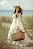 Vintage young lady going for picnic — Stock Photo