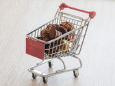 Shopping cart with chocolate confectionery — Stock Photo