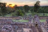Sonnenuntergang im tempel — Stockfoto