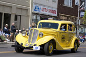 Auburn Yellow Taxi Cab — Stock Photo