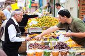People are shopping at Mahane Yehuda — Stock Photo